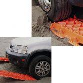 スタックしたタイヤの前を適度に掘り、ラダーをタイヤの前に差し込み脱出します。